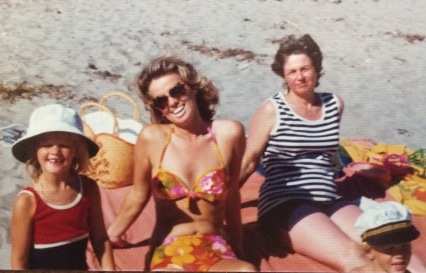 mom-beach-babe